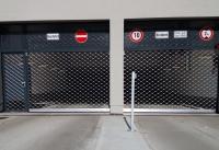 Rollgitter vor Tiefgarage Ein- und Ausfahrt