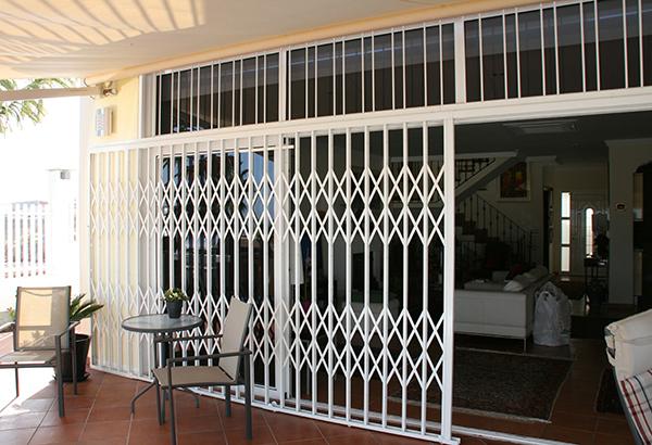 einbruchschutz terrassent r gitter wp82 hitoiro. Black Bedroom Furniture Sets. Home Design Ideas